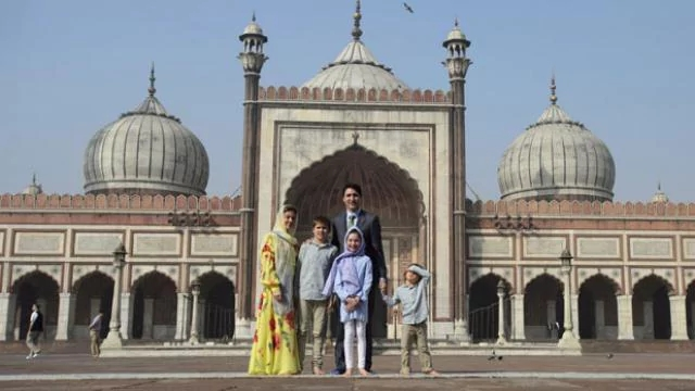 Canadian_Prime_Minister_Justin_Trudeau_visits_the_Jama_Masjid_mosque_in_New_Delhi_1519286209
