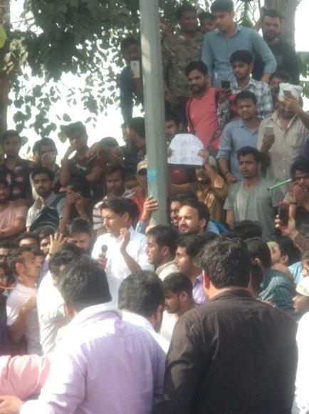 प्रदर्शनकारियों के साथ दीपेंद्र हुड्डा (फोटो-ट्वीटर)