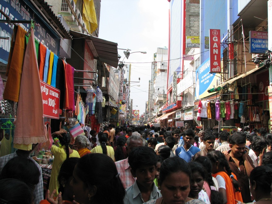 India_-_Sights_&_Culture_-_001_-_crowd_shopping_(342043908)