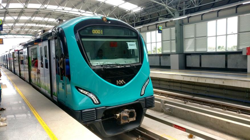 Kochi_Metro_train_at_Palarivattom,_Aug_2017