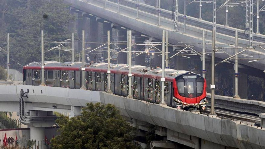 Lucknow_Metro_under_operation