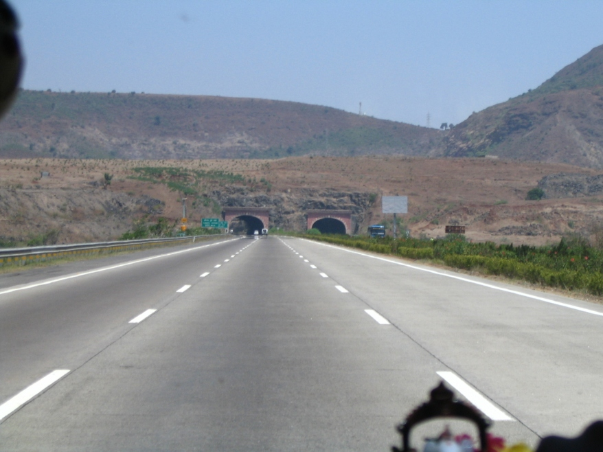 Near_Kamshet_2_tunnel_on_Mumbai_Pune_Expressway